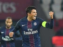 Le défenseur Thiago Silva ouvre le score pour le PSG face à Angers au Parc des Princes. AFP