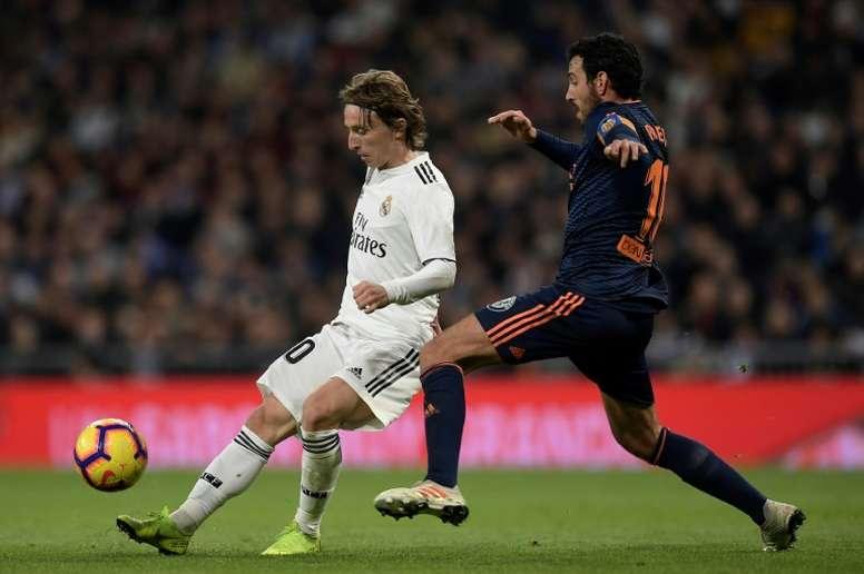 Una oferta del Arsenal evitó que Modric llegara al Ajax. AFP