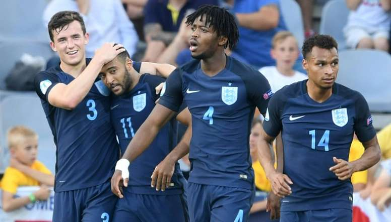 Les Anglais se congratulent après le but de Nathan Redmond contre la Slovaquie. AFP