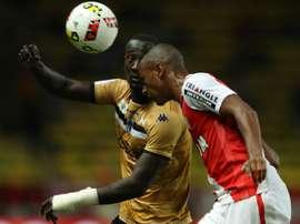 Abdou Diallo face à Famara Diedhiou lors du match Monaco-Angers. AFP