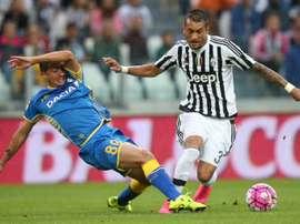 Le milieu de la Juventus Roberto Pereyra à la lutte avec le défenseur dUdinese Ivan Piris. AFP