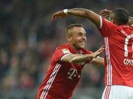 Rafinha se lesionó ante el Bayer Leverkusen. AFP