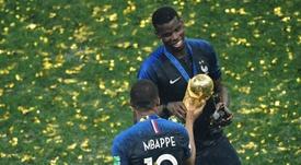 Pogba dejó de seguir a Mbappé. AFP