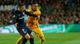 El Barcelona no podría fichar económicamente a Griezmann y a Neymar. AFP