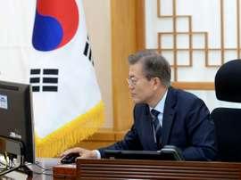 Le nouveau président sud-coréen Moon Jae-in dans son bureau à La Maison Bleue, le 12 mai 2017. AFP
