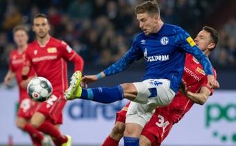 Doze jogos depois, o Schalke 04 volta a vencer. AFP