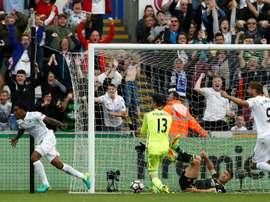 Le gardien de Chelsea Thibaut Courtois battu par Leroy Fer de Swansea, le 11 septembre 2016. AFP