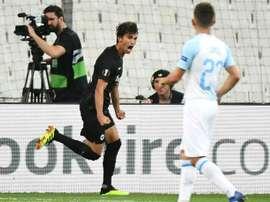 El Eintracht remontó con diez hombres. AFP