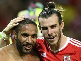 Le défenseur Ashley Williams, capitaine du pays de Galles, aux côtés de son compatriote Gareth Bale, lors dun match de lEuro-2016 à Toulouse, le 20 juin 2016