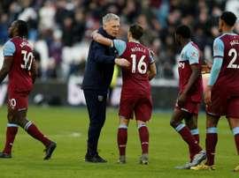 L'entraîneur de West Ham David Moyes salue ses joueurs. AFP