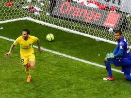 El gol de Alves deja al Mónaco a 17 puntos. AFP