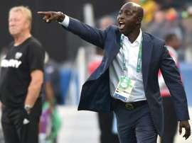 Ancien entraîneur du Nigeria suspendu à vie pour corruption. AFP