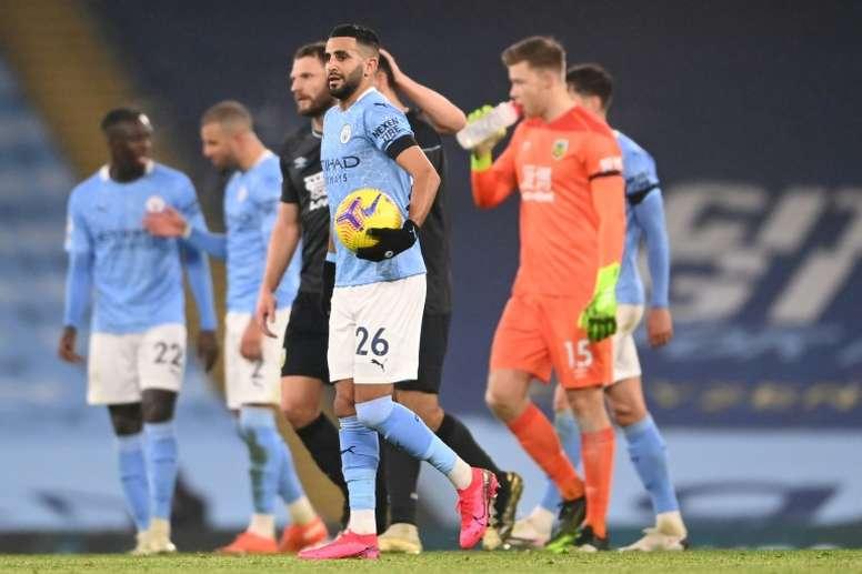 Mahrez le hizo tres de los cinco del City al Burnley. AFP