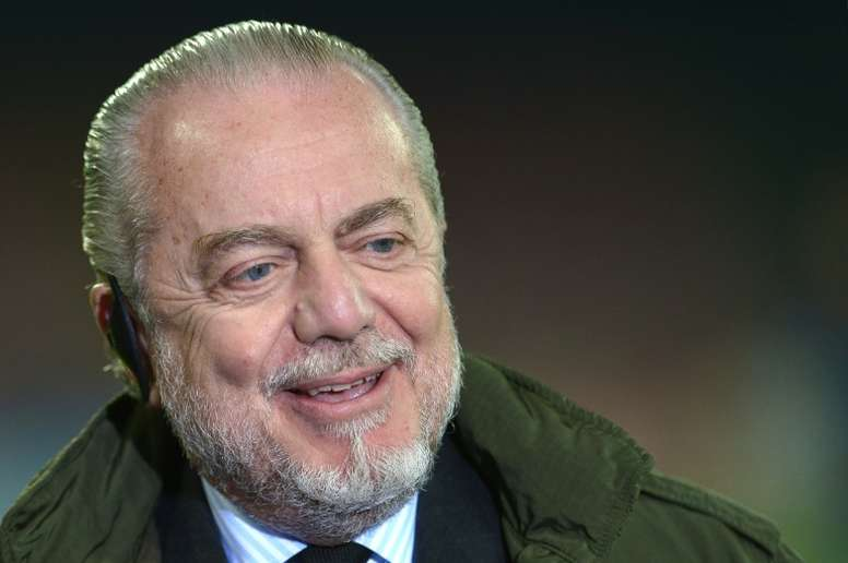 El presidente del Nápoles cree que James encajaría mejor. AFP