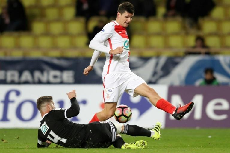 Carrillo file en Angleterre — Mercato Monaco