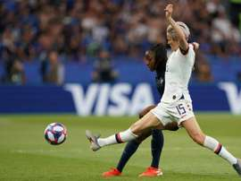 Rapinoe marcou os dois gols da vitória e foi eleita a melhor em campo. AFP