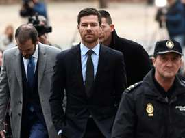 Xabi Alonso arrive pour être auditionné par un tribunal. AFP