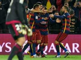 La joie des joueurs du FC Barcelone après le but de Luis Suarez contre Valence en Coupe du Roi. AFP