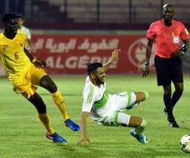 Riyad Mahrez hizo dos de los cuatro goles de Argelia en Togo. AFP/Archivo