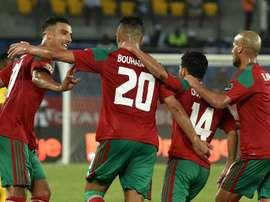 Lattaquant Aziz Bouhaddouz (2g) est congratulé par ses coéquipiers après avoir ouvert le score. AFP