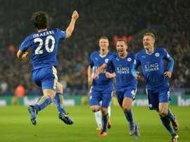 Le Japonais Shinji Okazaki (g) auteur du but de la victoire pour Leicester face à Newcastle, le 14 mars 2016 à Leicester