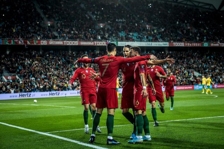 Hat tricks de Cristiano e Leo Messi em seleções