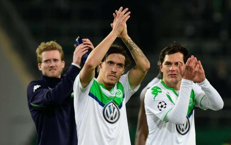 Lattaquant allemand Max Kruse (au centre) avec ses coéquipiers du VfL Wolfsburg contre La Gantoise à la Volkswagen arena, le 8 mars 2016