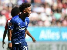 El Schalke 04 confirmó la futura venta de Kehrer. AFP