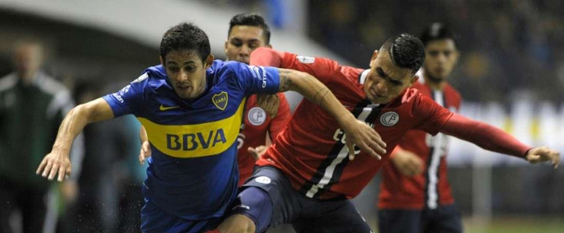 Le milieu de terrain argentin Marcelo Meli (g), au contact avec le défenseur paraguayen Junior Alonso, lors dun quart de finale de Copa Libertadores, à Buenos Aires, le 5 mai 2016