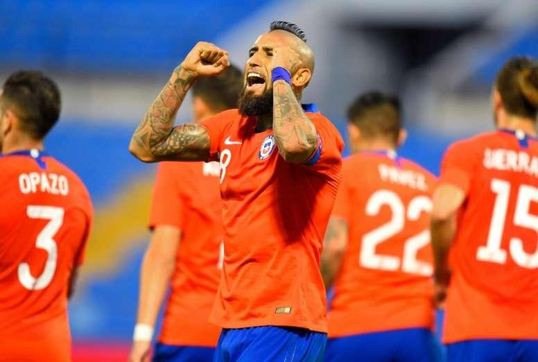Vidal espera vestir de nuevo la camiseta de Colo Colo. AFP