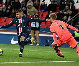 Kylian Mbappé e Zinedine Zidane entraram em time histórico escolhido por franceses. AFP