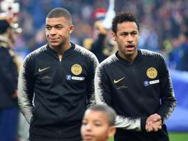 Mbappé suspenso, Neymar investigado. AFP