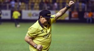 Maradona a souffert d'un jet de bouteille. AFP