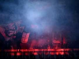 Des supporters de l'AC Milan au San Siro lors du match de Serie A face à Cagliari. AFP