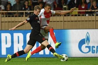 Mbappé debutó en un 1-1 entre Mónaco y Bayer Leverkusen. AFP