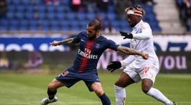 Alves deberá decidir su futuro para la próxima temporada. AFP