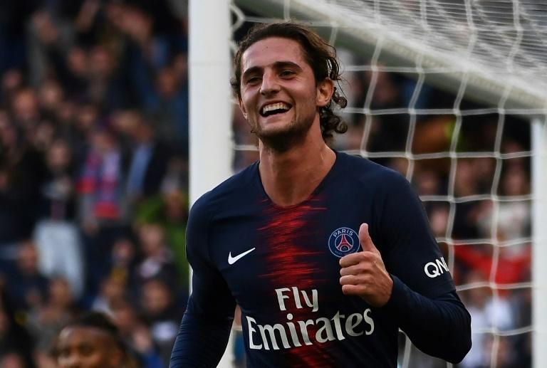 Frenkie De Jong 'flatté' par l'intérêt du Barça