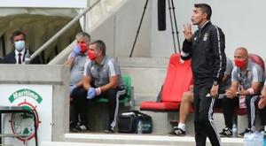 L'entraîneur du Benfica Lisbonne jette l'éponge