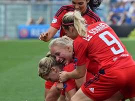 Las futbolistas del Olympique de Lyon festejan el gol del Ada Hegerberg en la final . AFP