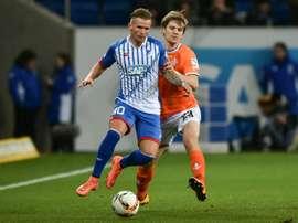 Jonathan Schmid, sous le maillot d'Hoffenheim, marqué par Florian Jungwirth de Darmstadt. AFP