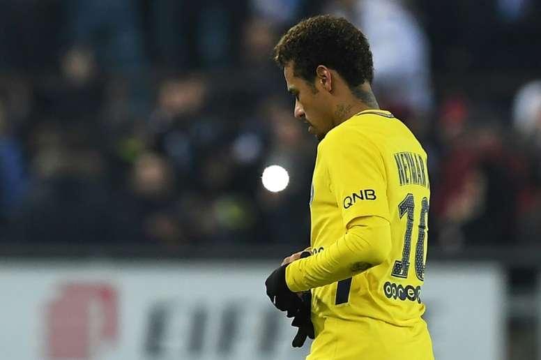 Neymar no sólo se lleva elogios. AFP