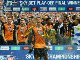 Les joueurs dHull City fêtent leur accession à la Premier League après leur victoire en barrages de Championship face à Sheffield Wednesday, le 28 mai 2016 à Wembley