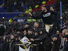 Les supporters lyonnais conspuent un joueur de Saint-Etienne,. AFP