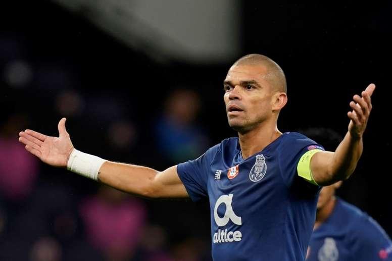 Lesionado, Pepe corre o risco de não enfrentar o Olympique de Marseille. AFP
