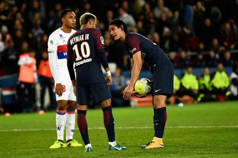 Cavani alcanzó a Ibrahimovic como goleador histórico del PSG