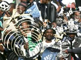 Des supporters des Orlando Pirates au Ellis Park de Johannesburg. AFP