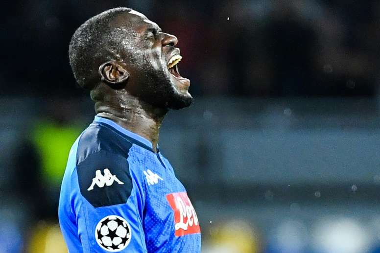 De Laurentiis le marca a Guardiola el precio de Koulibaly. AFP