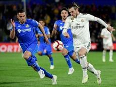 Gareth Bale poursuivi par le défenseur de Getafe Bruno Gonzalez. AFP