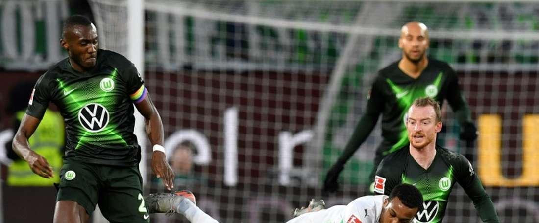 Wolfsburg bate Augsburg nos acréscimos. AFP