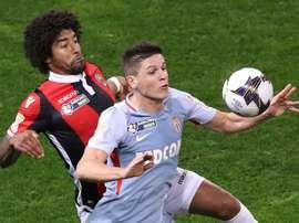 L'attaquant argentin de Monaco, Guido Carrillo et le défenseur brésilien de Nice, Dante. AFP